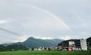 高清:广西多地雨后惊现双彩虹 画面十分唯美