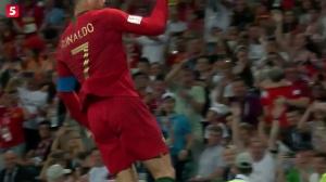 小组赛五大经典瞬间:C罗力挽狂澜 梅西尽显球王本色