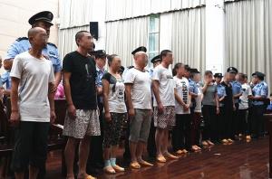 """7月8日焦点图:32名传销""""老总""""在南宁受审"""