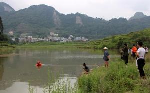 7月15日焦点图:又闻悲剧 南丹两男童玩水不幸溺亡