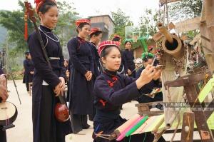 龙州县积极筹备设立壮锦非遗扶贫就业工坊