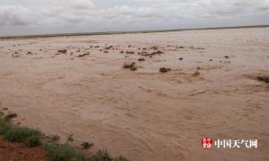 内蒙古多地遭强降雨 河水漫涨内涝严重(组图)