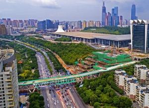 焦点图:手机pt电子技巧国际会展中心跨线桥预计8月30日通车