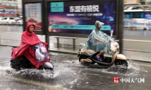 南宁普降暴雨到大暴雨 道路积水严重