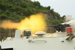 爆燃!直击武警防暴装甲车中队射击训练现场(图)
