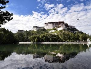 西藏旅游进入高峰