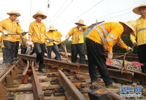 上海铁路:高温中的坚守