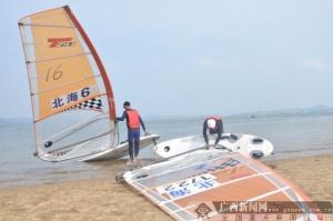 2018广西青少年帆板锦标赛在防城港激烈进行