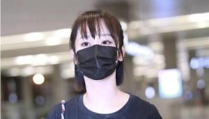 """杨紫分手后""""冰山脸""""现身机场"""