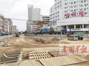 灵山:地下建设商业街地上医院现裂缝 病人被转走