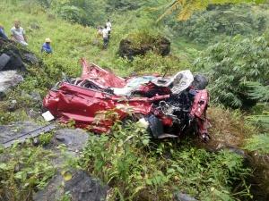 都安:小车坠入百米山坳 车内男子不幸身亡(图)