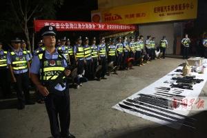 南宁警方出动6000多警力 一晚抓获203名嫌疑人(图)