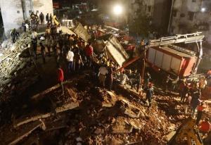 印度一栋4层楼房坍塌