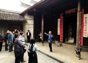 高清:雕梁画栋 全州老人历时8年复建桂北古民居