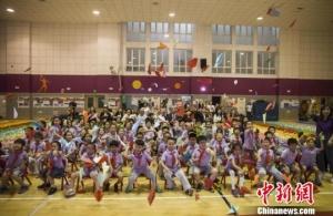 中国儿童制作万千纸飞机  创造吉尼斯世界纪录
