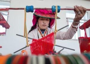 西藏阿里:民族手工编织助脱贫