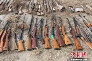 甘肃警方集中销毁非法枪爆物品 枪支近6000支
