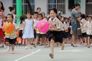 南宁民主路小学:办趣味运动会 迎传统佳节