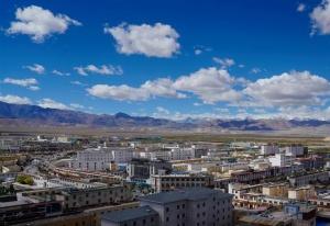 西藏:焕然一新的狮泉河镇