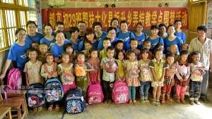 都安高中爱心团队到大化弄结小学开展爱心帮扶