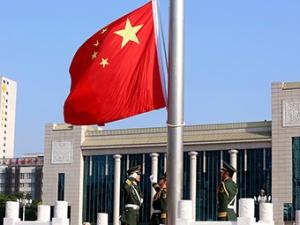 10月2日焦点图:升国旗 迎国庆