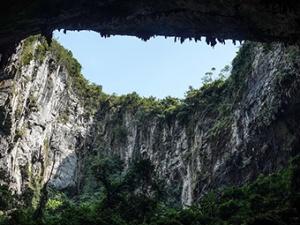 """10月10日焦点图:广西发现一""""世界级""""巨型洞穴大厅"""