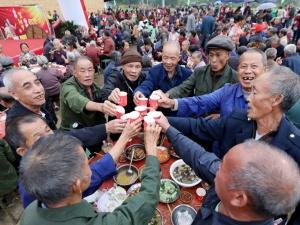 高清:融安百名乡村老人喜迎重阳节