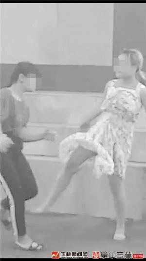 """玉林:与同学发生""""不愉快口角"""" 14岁女孩被打"""