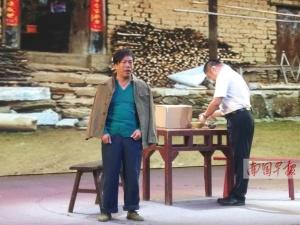 带广西小品上央视的杨建伟获颁最佳男演员奖(图)