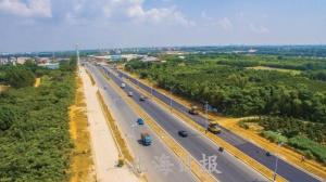 北海大道东延线完成主车道沥青路面铺设