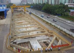 10月23日焦点图:南宁地铁5号线首座车站封顶