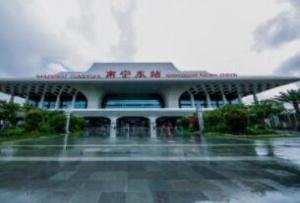 南宁整治火车东站网约车 7辆无证网约车被查扣