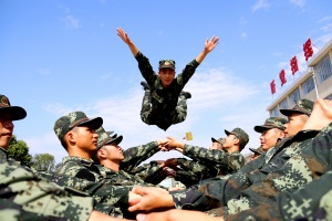 武警桂林支队组织新兵开展心理行为训练(图)