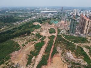 高清组图:南宁凤岭北路成断头路 修了5年没修好