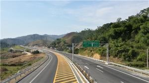 广西路建集团承建的越南内排至老街高速公路