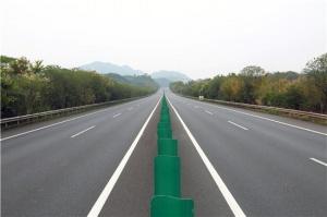 广西路建集团参建桂林至柳州高速公路路面改造工程