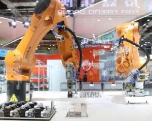 """人工智能,快跑——揭秘进博会上""""+AI""""的国际范儿"""