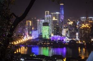 高清組圖:百里柳江白天碧水藍天 晚上燈光璀璨
