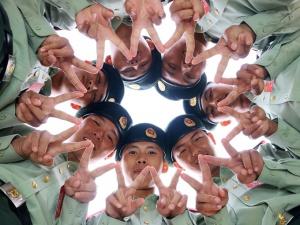 """高清:武警新兵""""成人礼"""" 千余名新兵被授予武警列兵军衔"""