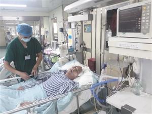 男子在南宁一菜市昏倒路人送医 医院紧急寻亲属