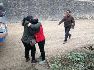 11月21日焦点图:女子被拐30年后终于找到回家路