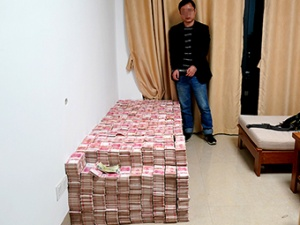 11月22日焦點圖:百色一房間內查出4700萬現金