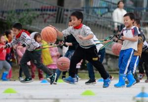 志愿者到柳城贫困村支教 丰富农村青少年文化生活