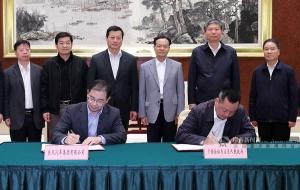 自治区政府与东风公司签署合作协议