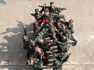 高清组图:青春上膛!直击广西武警新兵射击考核
