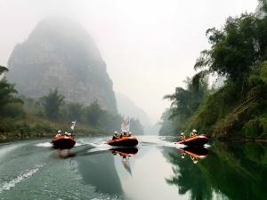 高清圖集:河池志愿者巡視龍江保護母親河