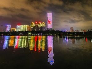 12月4日焦點圖:喜迎大慶 銀河開戶璀璨夜景刷屏朋友圈