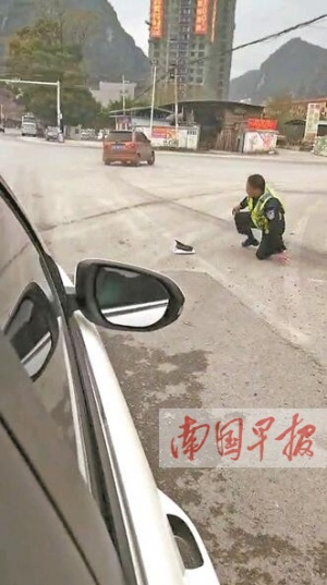 驾车暴力冲卡 马山县一男子被警方拘留(图)