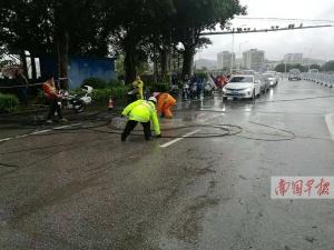 """自治区""""60大庆""""期间 交警部门上路保障出行平安"""