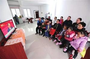 忻城县易地扶贫搬迁户:盛赞党的精准扶贫好政策